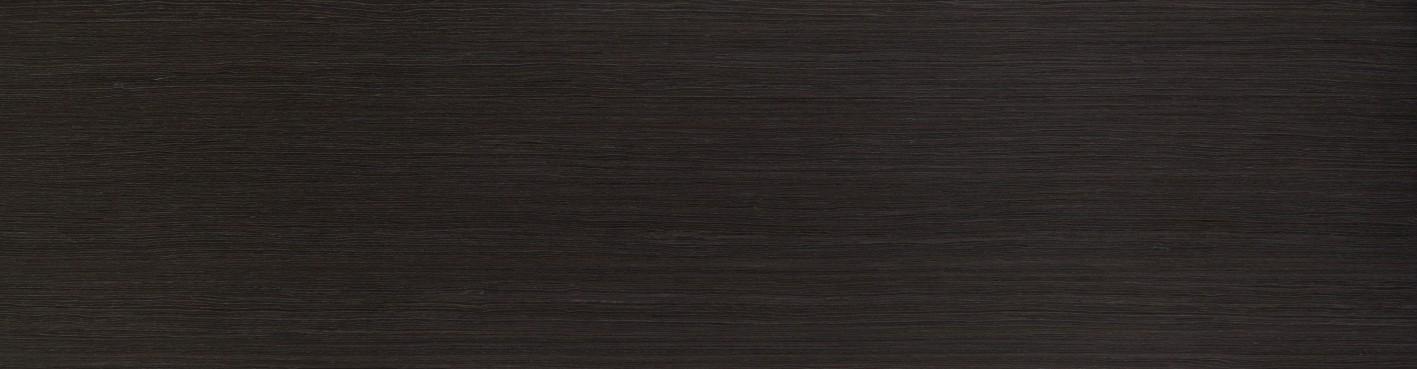 Dub čiernobiely